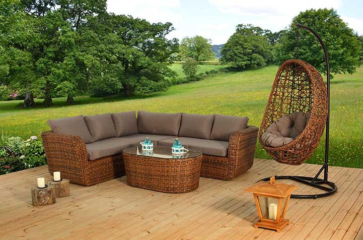 Ratanový nábytek do zahrady: přírodní nebo umělý ratan ?