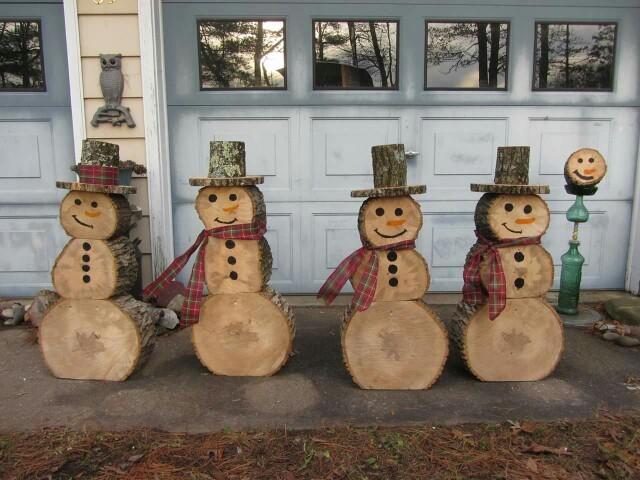 Sněhuláci ze dřeva