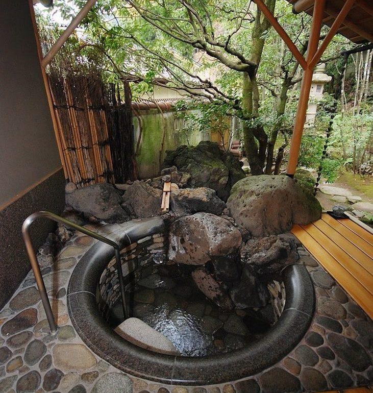 12 nádherných koupelen s výhledem na zahradu